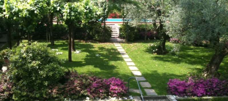 Villa Ilia stone pathway to the pool